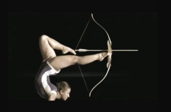 Arco e Flecha - ginasta e contorcionista Lilia Stepanova