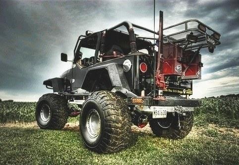 Jeep preto - acessórios para modificação