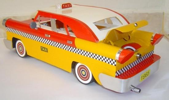 Miniatura de carro em papelão