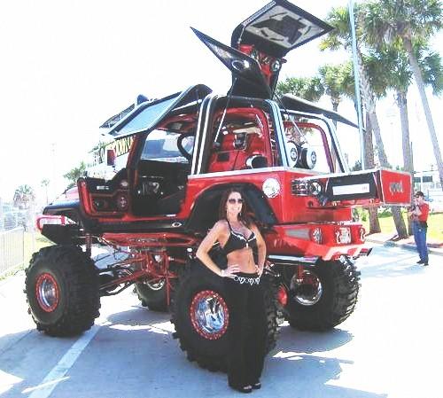 O maior Jeep Willys do mundo com pole dance