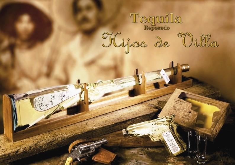 Tequila Hijos de Villa - garrafas em forma de fuzil e pistola