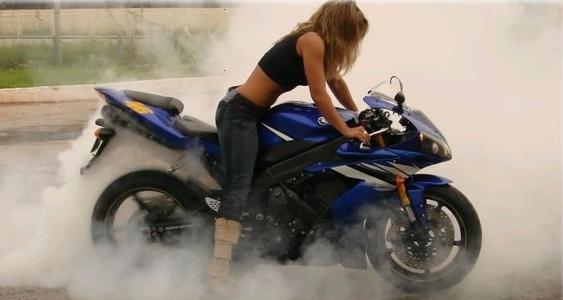Cris R1 - musa dos motociclistas