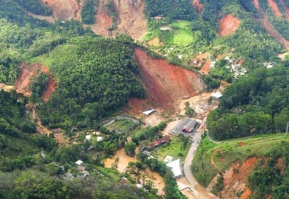 Deslizamentos de terra na região serrana do Rio