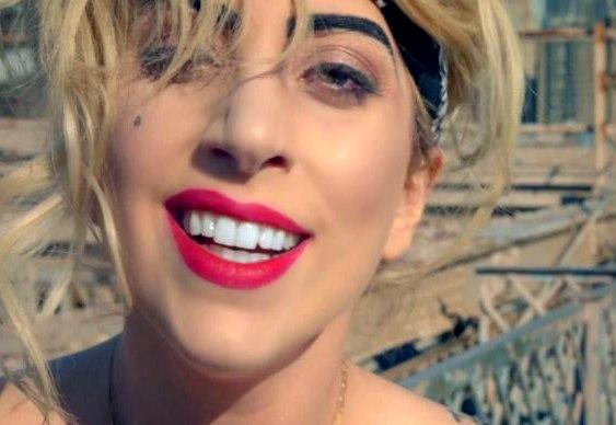 Lady Gaga promove navegador de Internet