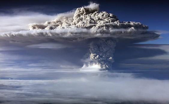 Coluna de fumaça do vulcão Puyehue