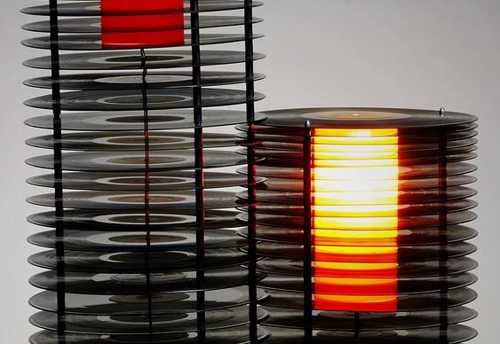 Luminária com reciclagem de LPs