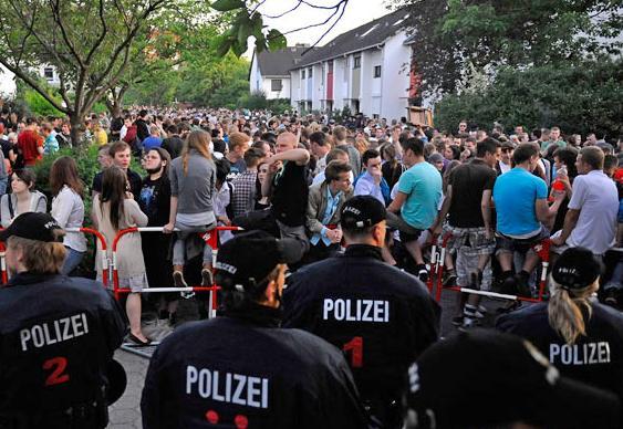 Tumulto na casa de adolescente alemã