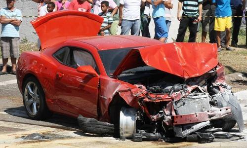 Carrão importado destruído