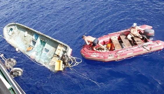 Lixo flutuante de tsunami chega ao Havaí