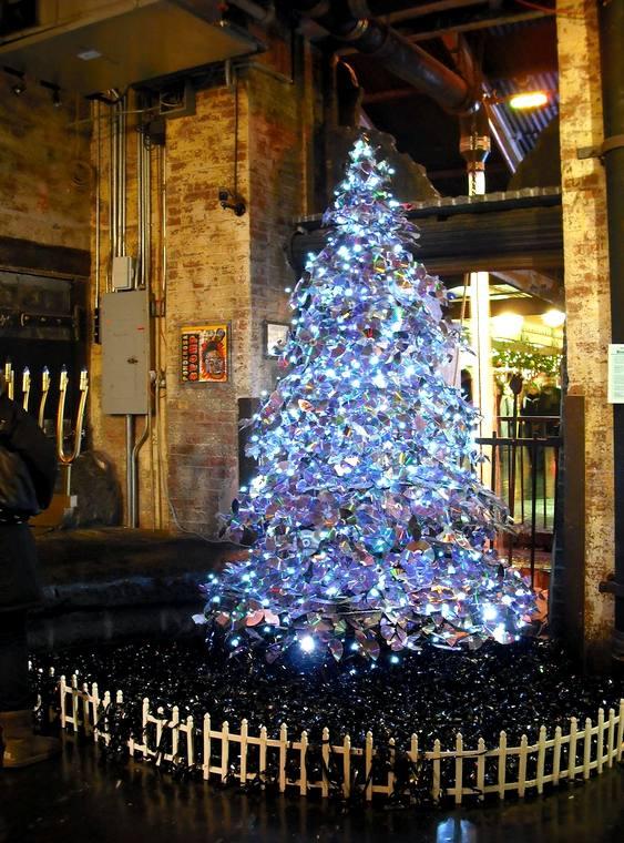 CDs velhos na árvore de Natal