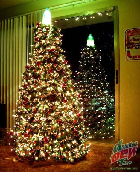 Árvore de Natal com latinhas recicladas