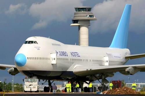 Avião transformado em hotel