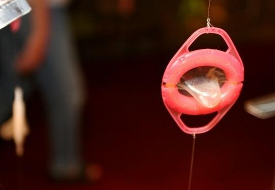 Aplicador de camisinhas e preservativos