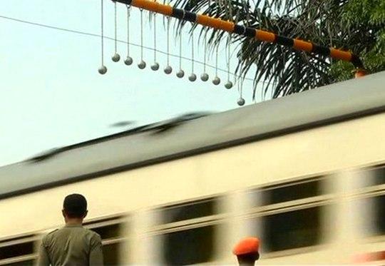 Boliche contra surf nos trens
