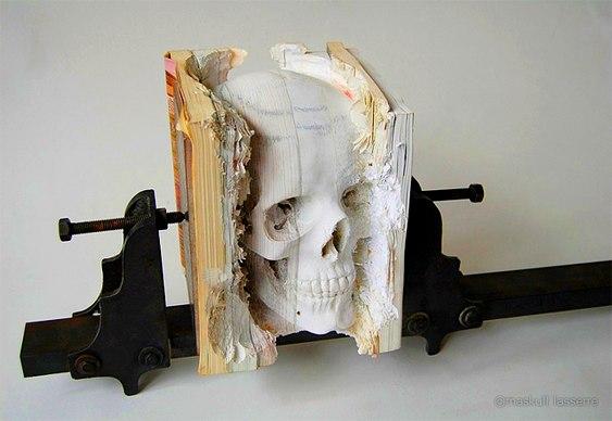 Escultura em livros