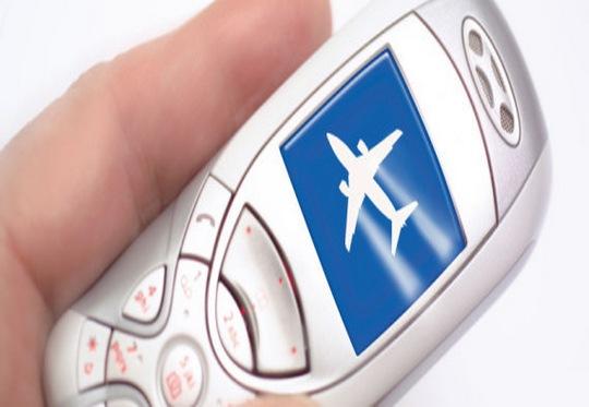 Telefone celular quase derruba avião