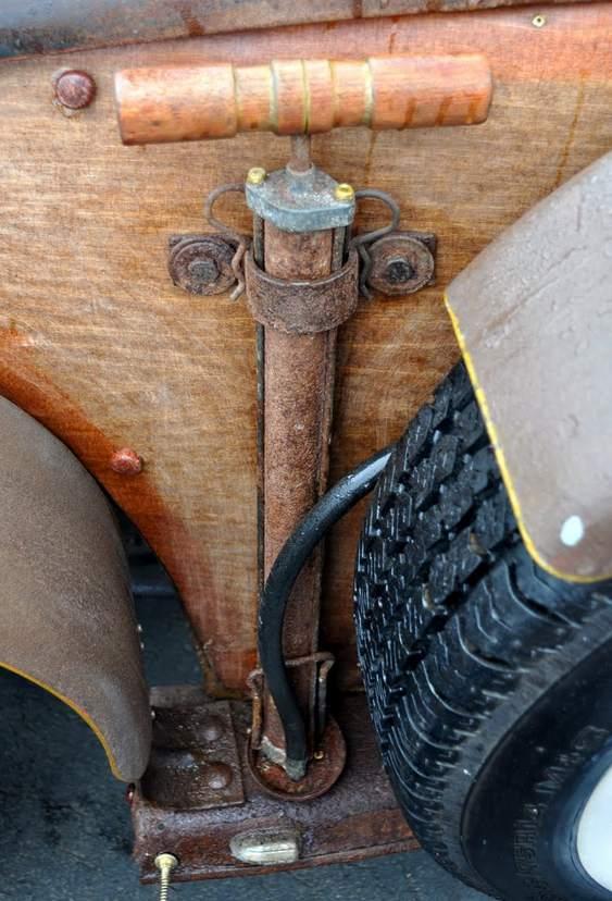 Bomba antiga de calibrar pneus