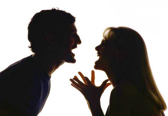 Briga e discussão de casal