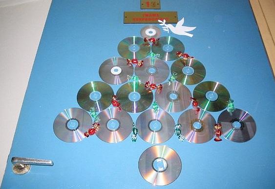 Árvore de Natal com CDs reciclados