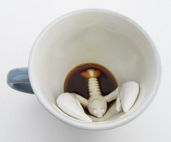 Lagosta de cerâmica no fundo