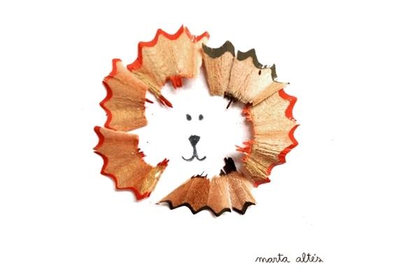 Leão desenhado com lascas de madeira