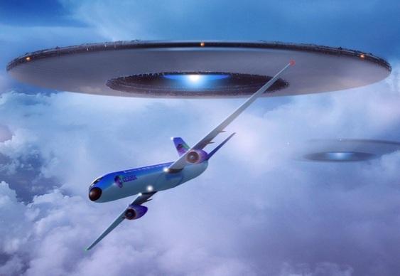 OVNI em perseguição a avião
