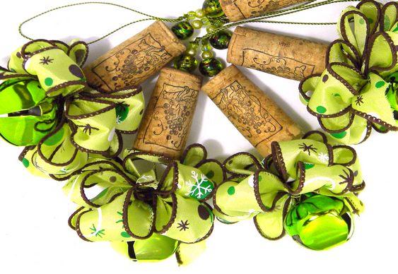 Rolhas recicladas em árvores de Natal