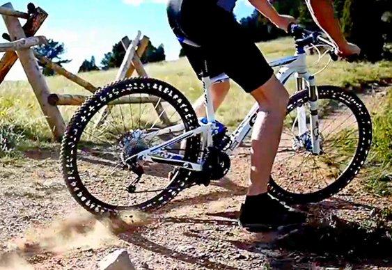 Novos pneus de bicicleta
