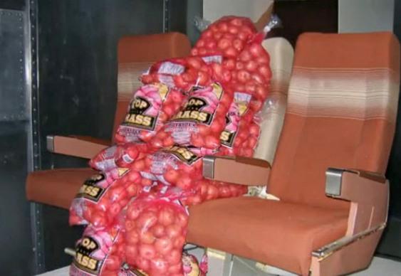 Sacos de batatas em aviões