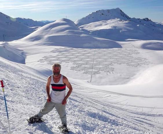 Homem dos desenhos na neve