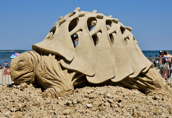 Concurso esculturas na praia