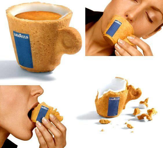 Xícara de café feita com biscoito