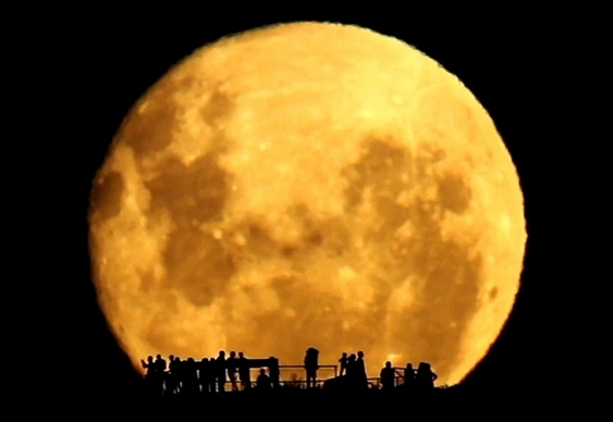 Lua Cheia Nascendo