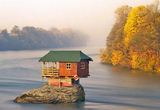 Chalé em ilha do rio Drina