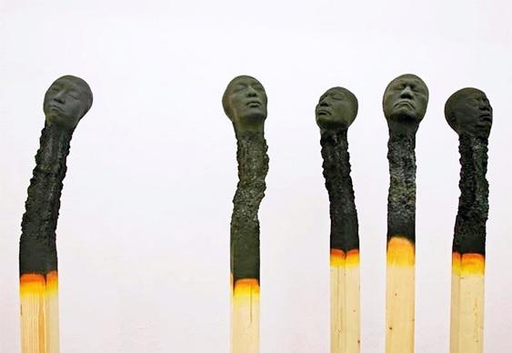 Cabeças de fósforos queimadas