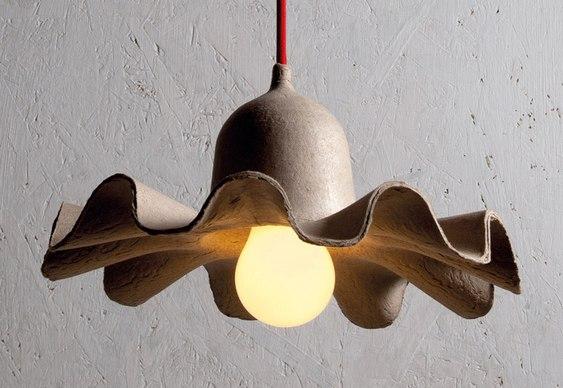 Luminária com embalagem de ovos