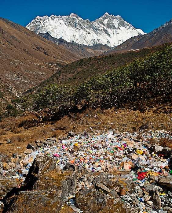 Lixo nas montanhas do Himalaia