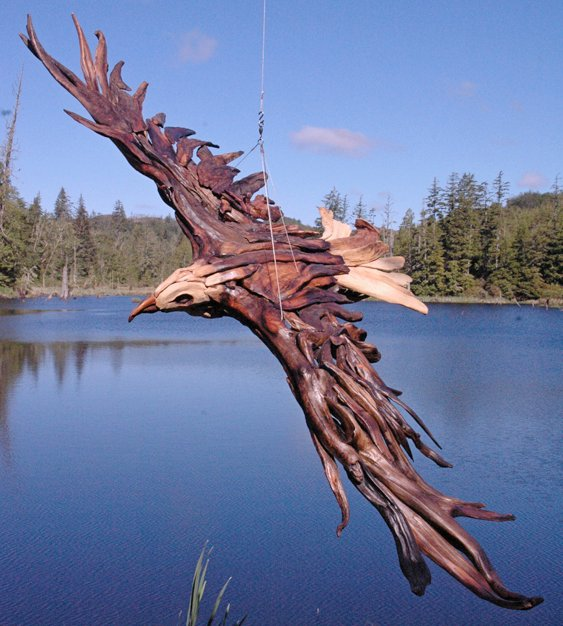 Escultura de pássaro gigante