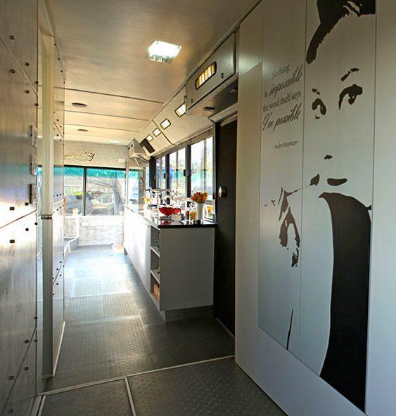 Ônibus transformado em apartamento