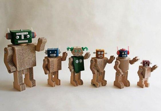 Fusquinha E Robôs Em Miniatura Feitos Com Papelão Reciclado