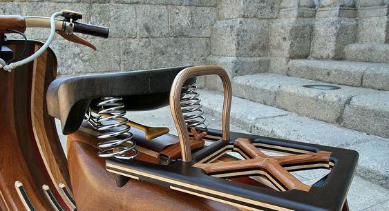 Lambreta artesanal de madeira