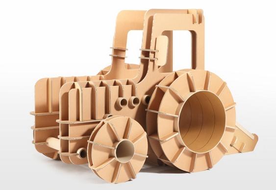Brinquedo de papelão reciclado