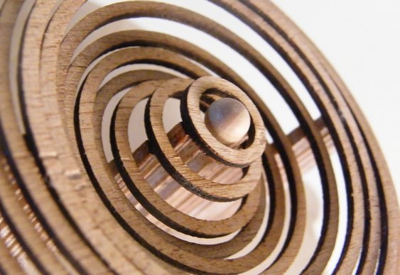 Mecanismo artesanal de madeira