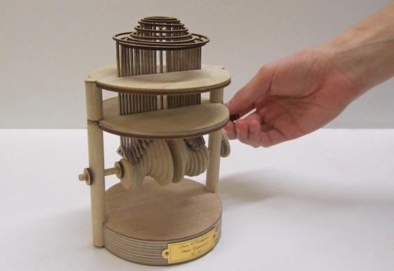 Mecanismo rústico de madeira