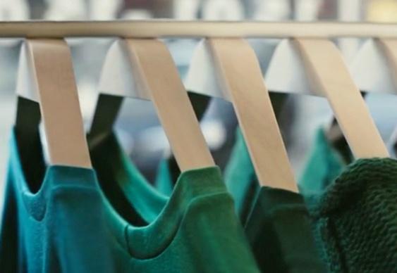 Cabide com ímã para loja de roupas