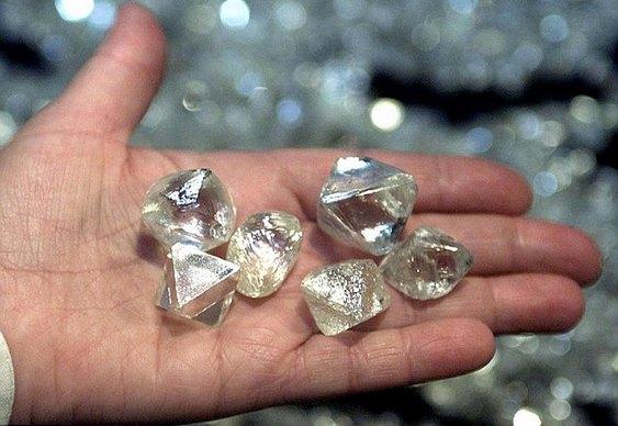 Mão cheia de diamantes