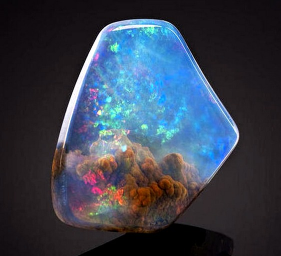 Galáxia no interior de pedra preciosa