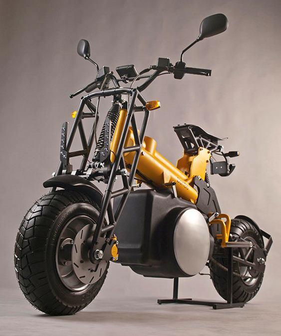 Moto elétrica e a gasolina