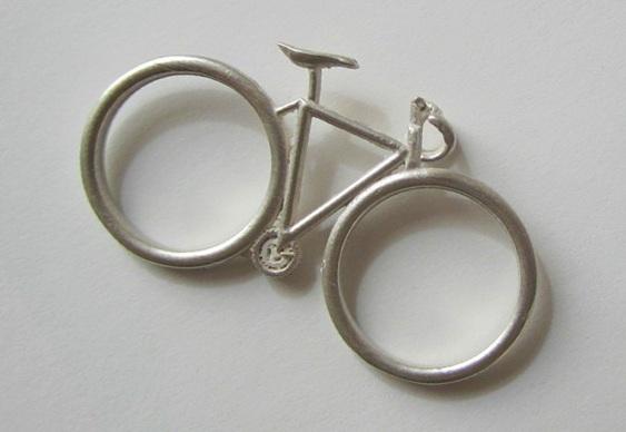 Design campeão para alianças de prata