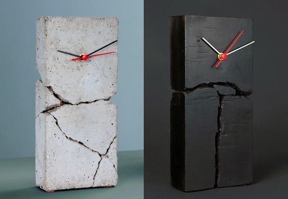 Relógios de cimento quebrado
